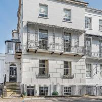 Beautiful Regency Apartment With 2 Bedrooms, Courtyard and Parking