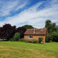 Charming Cottage in Ashford Kent with Woodburner stove, hotel in Ashford