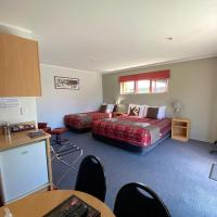 Adventure Lodge and Motels and Tongariro Crossing Track Transport, hotel in National Park