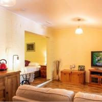 Charming & relaxing Lumholtz Apartment with fully fenced backyard and balcony - pets welcome, hotel em Chilverton