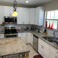 Entire House / 2 Beds 2 Bath, hotel in Ybor City, Tampa