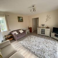 Entire guest house, in Pewsey Vale, Wiltshire, hotel in Manningford Abbots