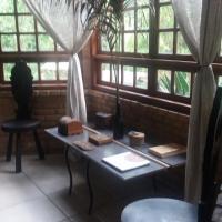 Charmosa Casa de Campo no Centro de Lumiar com Prainha de Rio Exclusiva no Quintal Wi-Fi e Churrasqueira