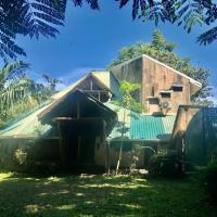 La Palapa Hut Nature Hostel & Campground, hotel in Puerto Jiménez