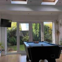 Modern Detached House Sleeps 6 with Games Room