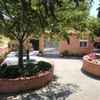 Maison d'une chambre a Rodes avec terrasse amenagee et WiFi, hotel in Rodès