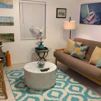 Cozy 2 bedroom near intercoastal & beaches, hotel in North Palm Beach