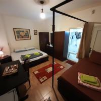 Garden Master-Bedroom Suites, hotel in Adūnīs
