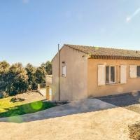 Chic Villa in le Cannet des Maures with Terrace, hotel din Le Cannet-des-Maures