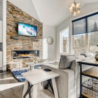 Mountain Elegance with Hot Tub - Minutes to Slopes home, hotel in Blue River