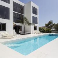 Spectacular modern design villa in Sitges Hills, hotel en Olivella
