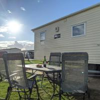 NigElla - West Sands Holiday Park - 2 Bedroom & Pet Friendly, hotel in Selsey