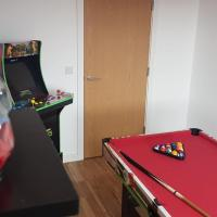 Amazing 2-Bed in Media City Games Room