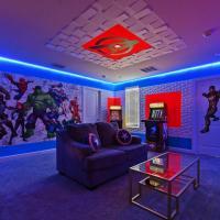 4547 Modern Disney Vila Sleeps24 Movie, Pool and Game Room, hotel in Orlando