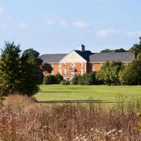 Whittlebury Hall and Spa, hotel in Whittlebury