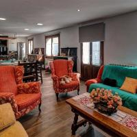 House with 5 bedrooms in Baraibar with wonderful mountain view furnished garden and WiFi, hotel en Baráibar
