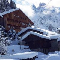 Tabià Alleghe vista lago, monte Civetta Dolomiti