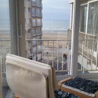 Zonnig en gezellig appartement met zijdelings zeezicht en zwembad in Koksijde