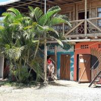 Eva Hostel Mochileros, hotel em Montañita