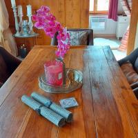 Petite maison sur la colline du Gibloux: 1chambre,1 salon et salle de bain privés au rez de chaussé, piscine extérieur et BBQ ,