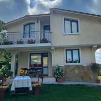 Guest House RAYA, hotel in Varvara