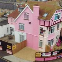 SINGER HOUSE BALLET & MAKE UP SCHOOL & FAMILY GUEST HOUSE , OPEN 17 MAY , Over 8 Thousand Amazing Children ,Parents & Dancers have visited us ,THANK YOU , 2 BEDROOM PRIVATE ENTRANCE ,GROUND FLOOR FAMILY SUITES PAIGNTON SEAFRONT ,PARKING ,WIFI , GARDENS ,