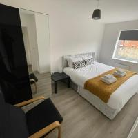 Modern Room With Huge Bed - Walk to City Centre!