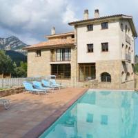 Villa in Capolat Sleeps 14 with Pool, hotel in Capolat