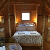 Shanti Lac Cabanes gîtes insolites et espace bien-être, hotel in Berson