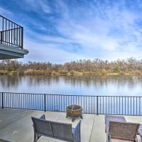 Sacramento River Retreat on the Rivers Edge!, hotel in Anderson