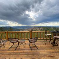 Quiet Cabin with a Stunning View & Private Hot Tub