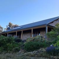 Cottage on Acres - Snowy Mountains - EV Friendly, hotel in Berridale