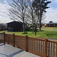 Stunning 2-Bed Lodge with hot tub East Coast