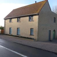 Charming Holiday Home in Zuienkerke with Garden, hotel in Zuienkerke