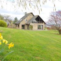 Cozy Holiday Home in Baneux with hilltop view, hotel in Lierneux