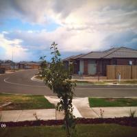 7 mins walk to the train station, 27 mins to Melbourne CBD, hotel em Wyndham Vale