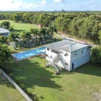 Pelican Waterhole - Pet Friendly with a Pool, hotel em Kurrimine Beach