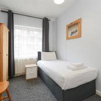 Perfect for Contractors! Spacious 5bed house with Parking - Radford, hotel in Nottingham