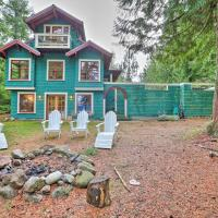 Lopez Island Hideaway with Coastal Views and Deck, hotel in Lopez