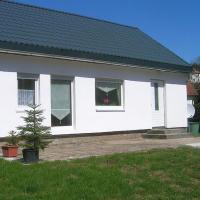 Snug Holiday Home in Schmiedefeld am Rennsteig with Garden