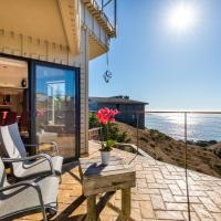 Above and Beyond! Hot tub! Endless Views! Rooftop Patio! Fast WiFi!! Dog Friendly!, hotel in Dillon Beach