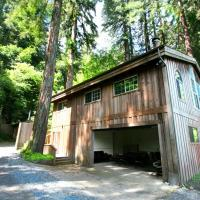 Moon River! Redwoods! Hot Tub! BBQ! Game Room! Close to River!, hotel in Monte Rio
