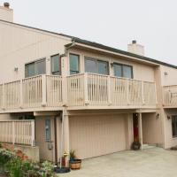 Sea Miracle! Hot Tub!! Game Room! VIEWS!! Expansive & Spacious!! Fast WiFi!!!, hotel in Dillon Beach