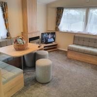 Cozy 3 bedroom Caravan, Sleeps 8, at Parkdean Newquay Holiday Park