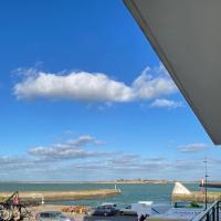 Panorama et la vie du Port, hôtel à Saint-Vaast-la-Hougue