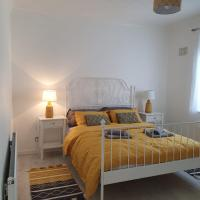 Cosy Central Grays - Whole Apartment, hotel in Grays Thurrock