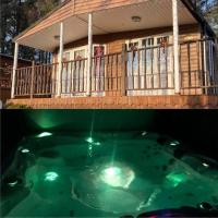Cosy Woodlands Lodge with Hot Tub, Decking & Garden