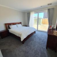 Charm Villa, hotel em Clyde North