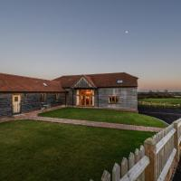 Modern Holiday Home in Stone in Oxney with Jacuzzi, hotel in Stone