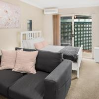 Comfy Studio with Parking near Gabba and Restaurants